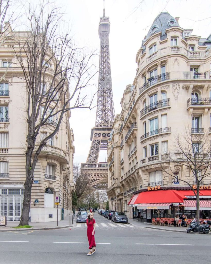 Discover the best Paris photography locations, including places to take pictures of the Eiffel Tower, Sacré Cœur, and other secret and hidden spots that only locals know! | Paris photography locations | Paris photography beautiful places | travel photography | Paris photo spots | Paris Instagram spots | Paris Instagram pictures