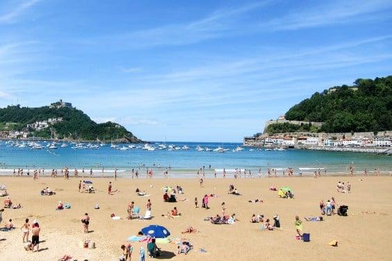 Sunny beach in San Sebastián