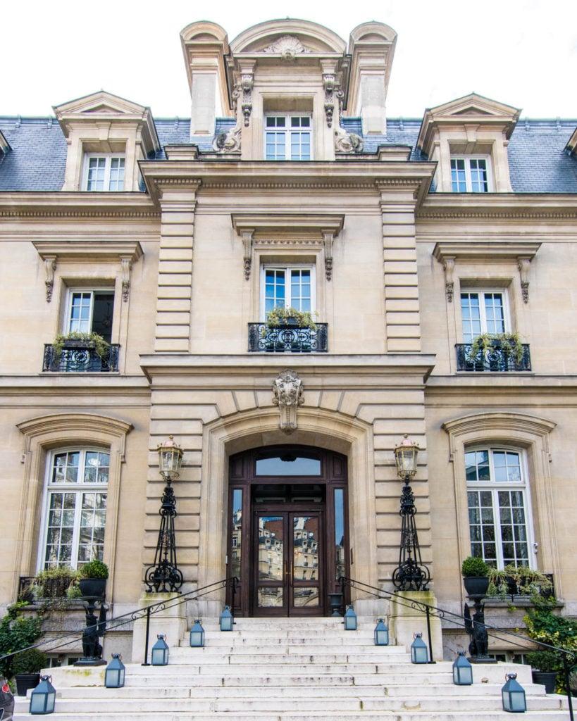 Front façade of the Saint James Paris hotel