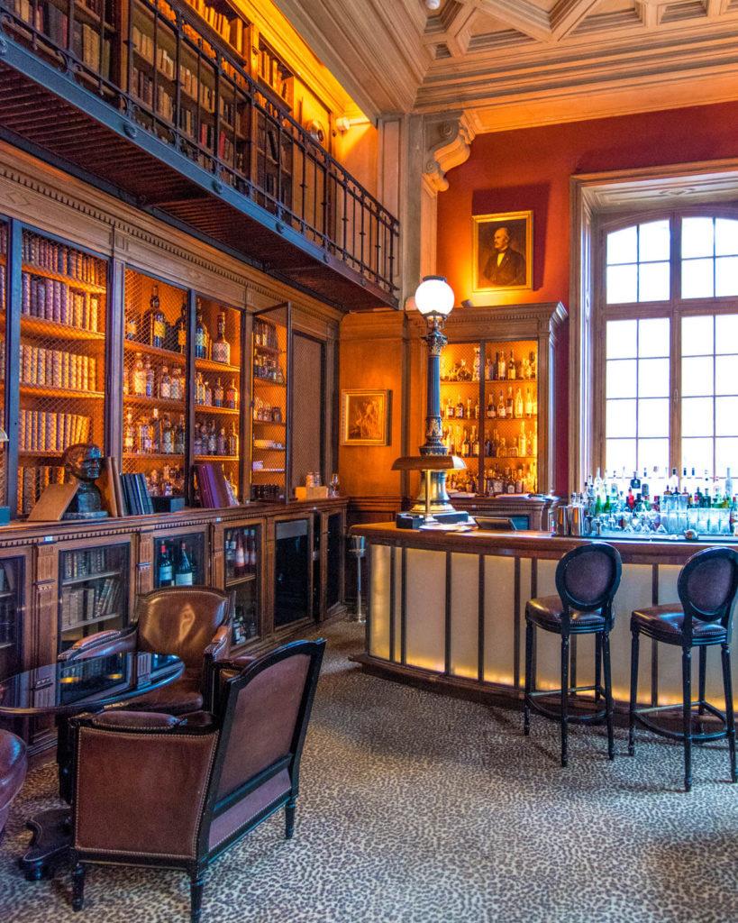 The library bar at the Saint James Paris