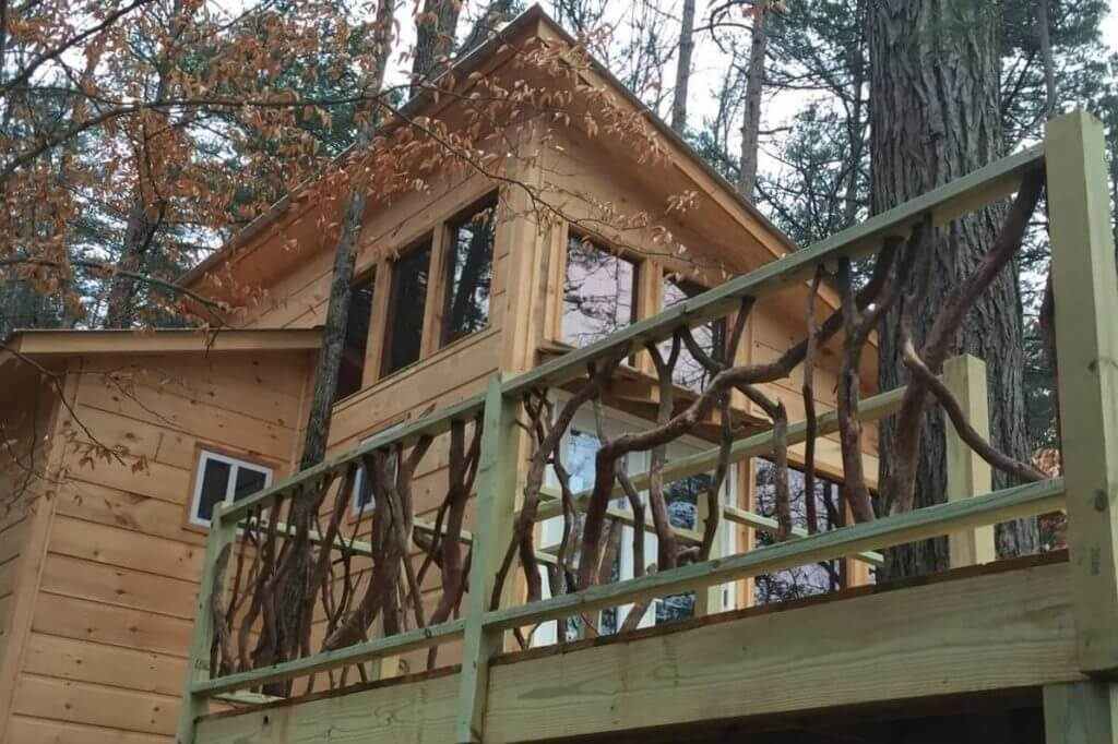 View of the side of 6 Ponds Farm Treehouse, showing the deck