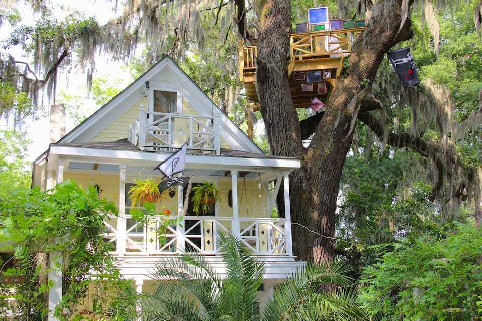 Front view of Diamond Oaks Treehouse in Savannah, showing the home as well as the skylight suite in the trees
