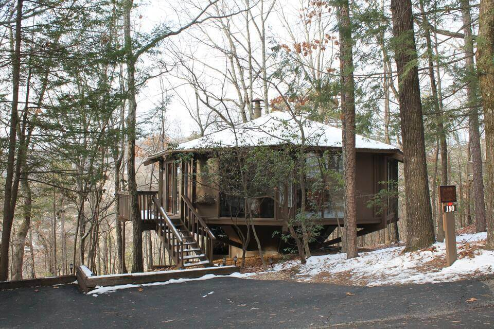 Heaven in the Mountains treehouse at Big Canoe covered in snow
