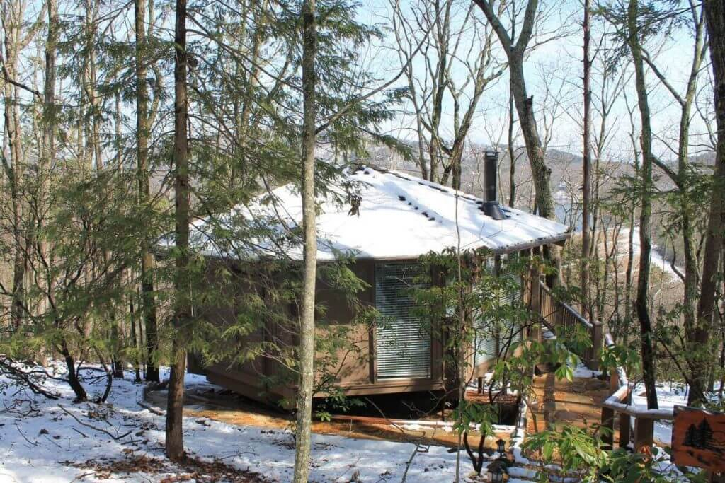 Photo of Mountains Dreams Treehouse covered in snow
