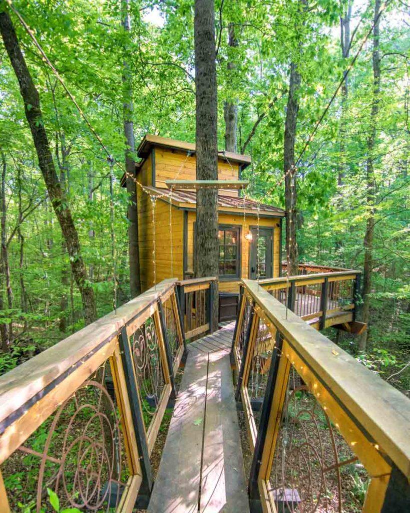Front view of Owl in the Oak Treehouse near Atlanta, GA