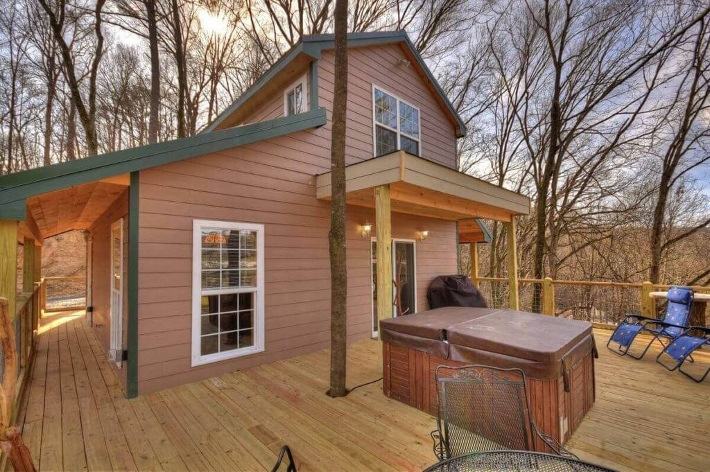 View of the side of Treehouse with Elegance in Ellijay, showing patio and hot tub