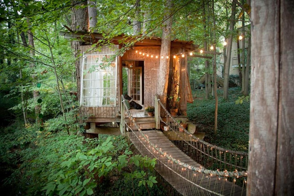 The most popular treehouse on Airbnb in Atlanta
