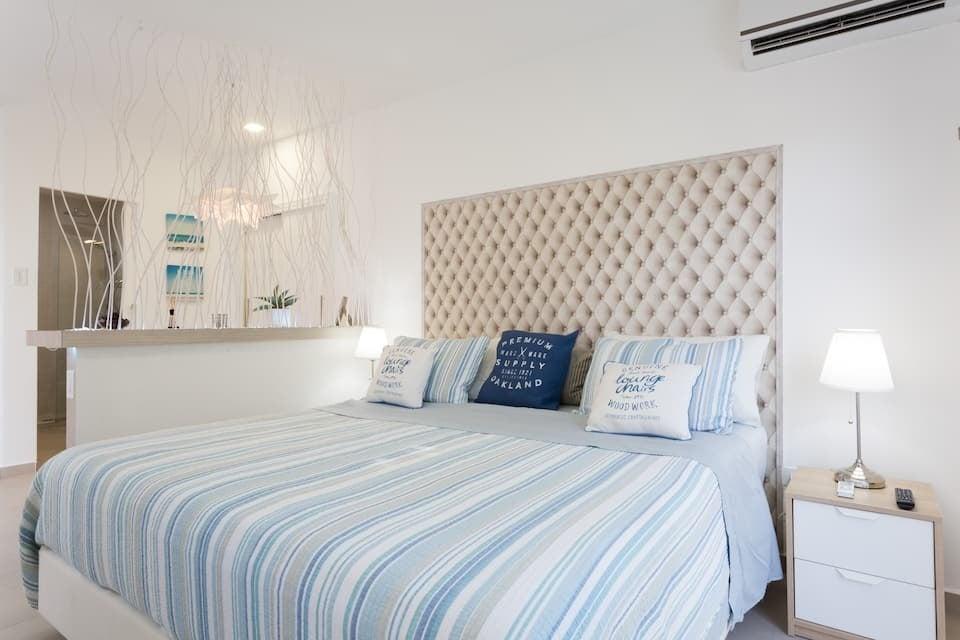 Palm Beach A newa nd clean studio wifi, beach close. via Airbnb.com