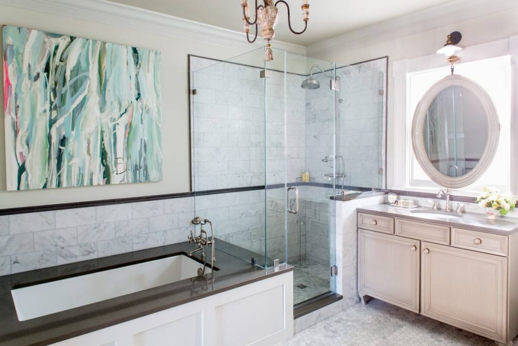 Photo of the spa-style bathroom in the Pearl Suite