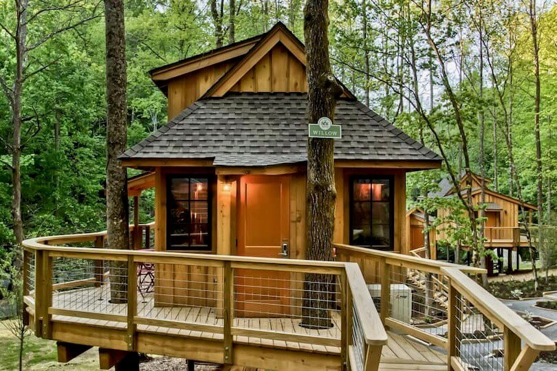 Photo of the front walkway and entrance to The Willow in Treehouse Grove at Norton Creek