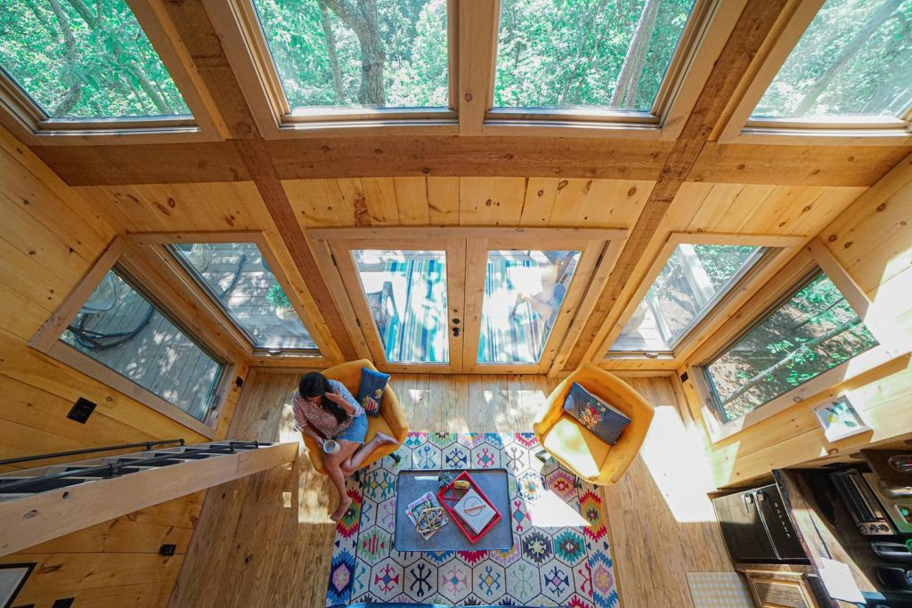 Photo of the living area in the Daybreak Treehouse in Dahlonega