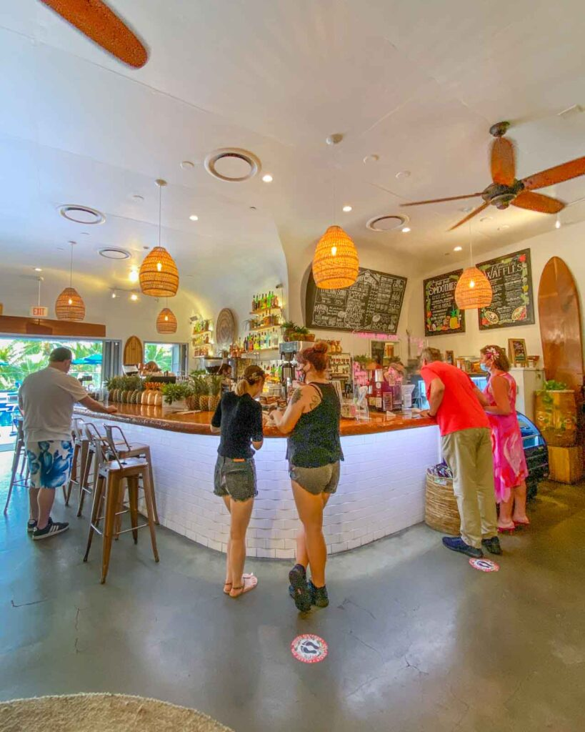 Photo of the inside of Hawaiian Aroma Cafe in Honolulu