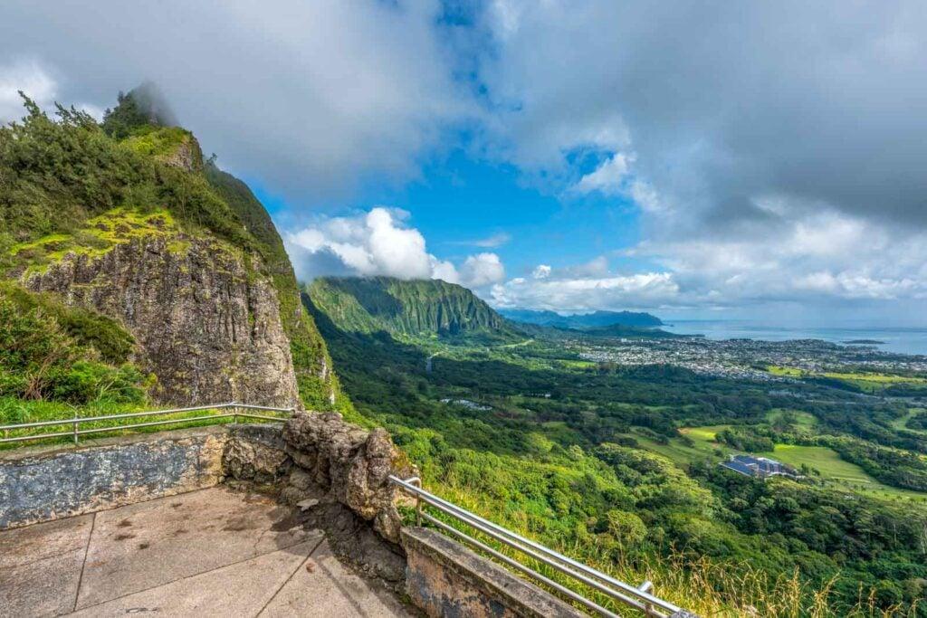 Landscape view of Nu'uanu Pali Lookout in Oahu