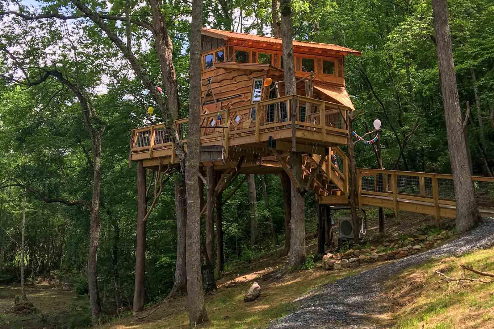 Blue Ridge Treehouse, located at Bear Claw Vineyards in Blue Ridge, GA